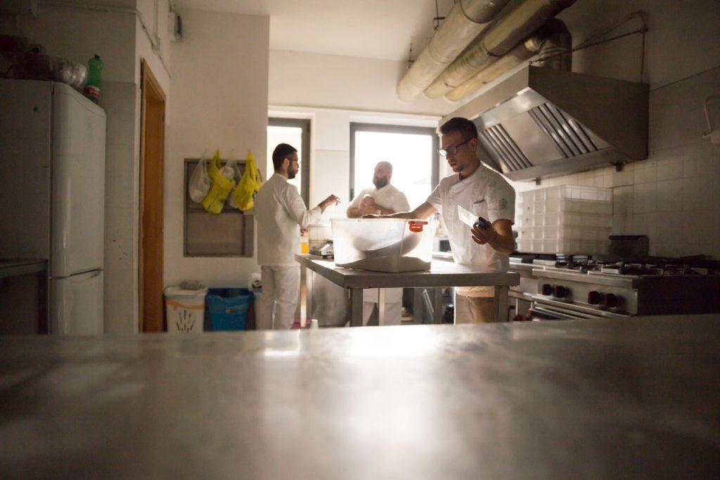 organizzare, preparare, amicizia, pizza, pizzaioli, riunione, accordi, los locos, dettagli, noi