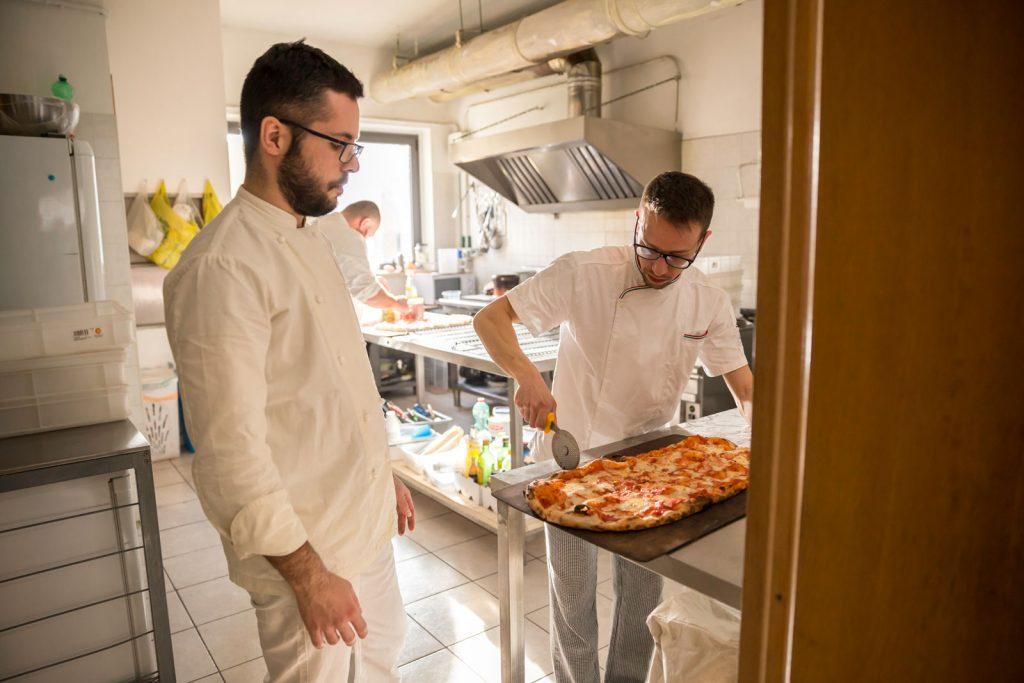 pizza, taglio, tagliare, cucina, cucina italiana, los locos, dettagli, preparazione, controllo
