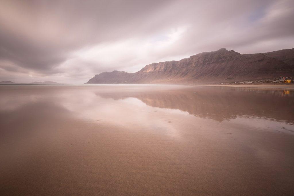 playa, famara, lanzarote, travel, traveling, traveler, reportage, mountain, ocean, sea, canon