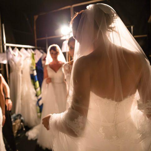 reportage, sfilata, backstage, angelo, vestiti, sposa, wedding, eventi, tuscia, oroni, merinda sposa, atelier, prepararsi, ordinarsi, sposa, felicità