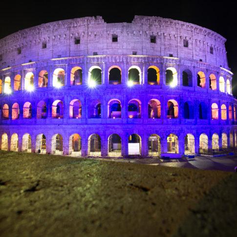 colosseo, colori della finlandia, finlandia, indipendenza, anniversario, suomi 100, panorama, arco di traiano, storia di roma