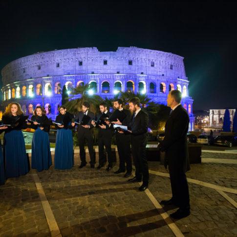 coro finlandese, colosseo, roma, arco di traiano, storia, reportage, suomi 100, indipendenza, finlandia, cantare