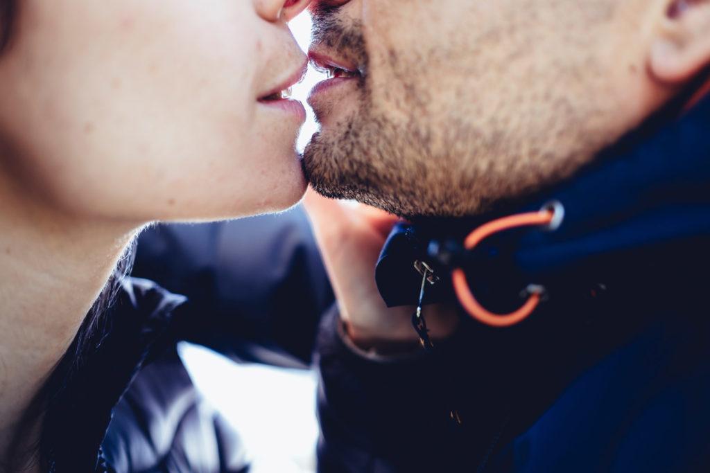 servizio fotografico prematrimoniale, prematrimoniale, servizio di coppia, fabrica di roma, italia, viterbo, roma, castelli romani, lago di vico, lago di bolsena, amarsi, stringersi, baciarsi, fotografia spontanea, fotografo di reportage matrimoniale, fotografo di reportage