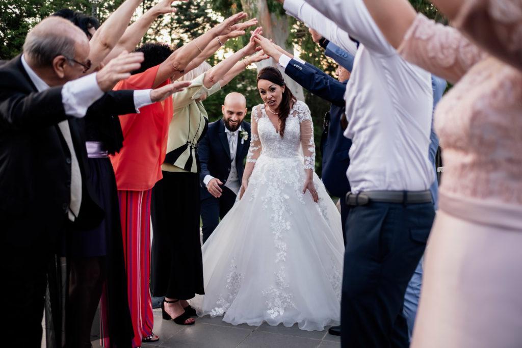matrimonio a villa york, luca storri fotografo, fotografo di reportage, fotografo di matrimonio di reportage, fotografo fabrica di roma, matrimonio a nepi, sorriso della sposa, foto autentiche, fabrica di roma, nepi, tuscia, nicoletta taschini, foto senza posa, foto no posa, acconciatura spose, sguardo della sposa, reportage, fotografo di matrimonio della tuscia, viterbo, fotografo di matrimonio nella tuscia, sorelle, sposarsi durante il palio dei borgia, borgia, sposarsi, amarsi, amare, creare, nicoletta taschini, emiliano tiseo, valle del baccano, villa york, villa per ricevimenti, ricevimento di nozze, amici degli sposi, festeggiamenti
