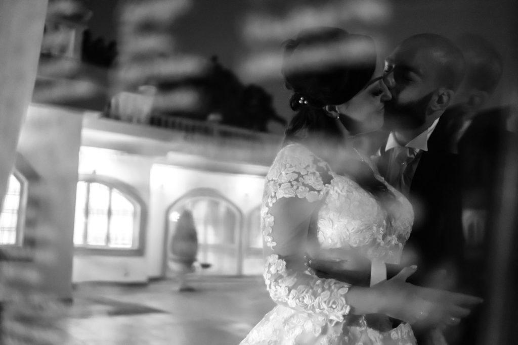 matrimonio a villa york, luca storri fotografo, fotografo di reportage, fotografo di matrimonio di reportage, fotografo fabrica di roma, matrimonio a nepi, sorriso della sposa, foto autentiche, fabrica di roma, nepi, tuscia, nicoletta taschini, foto senza posa, foto no posa, acconciatura spose, sguardo della sposa, reportage, fotografo di matrimonio della tuscia, viterbo, fotografo di matrimonio nella tuscia, sorelle, sposarsi durante il palio dei borgia, borgia, sposarsi, amarsi, amare, creare, nicoletta taschini, emiliano tiseo, valle del baccano, villa york, villa per ricevimenti, ricevimento di nozze, specchio, mirror, bacio degli sposi