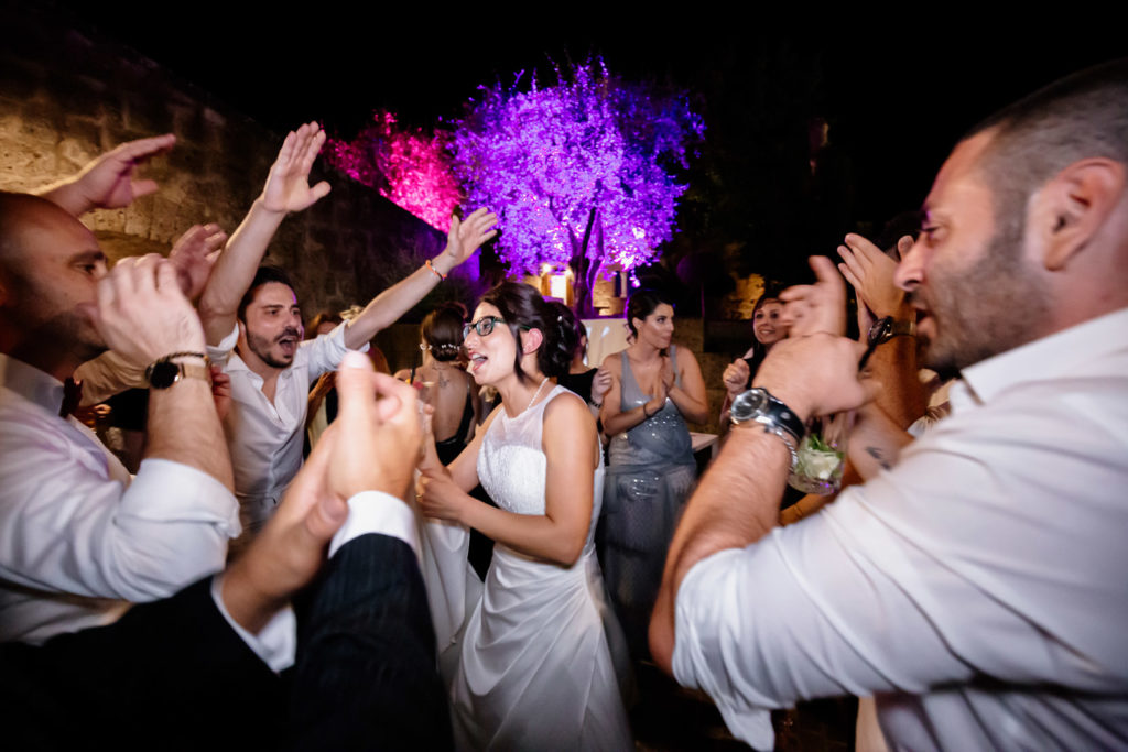 ballare, balli scatenati, festa, fiesta, dettagli di un matrimonio, fotografo di reportage matrimoniale, civita castellana, luca storri fotografo, fabrica di roma, viterbo, fotografie naturali, fotografie spontanee, fotografie autentiche, servizio prematrimoniale, sogni, sognare, matrimonio da sogno, giorno speciale, residenza antica flaminia, tramonti estivi, no foto in posa, fabrica di roma, fotografo di matrimonio, fotografo di matrimonio di viterbo, fotografo della tuscia, fotografo nella tuscia, fotografia di reportage, reportage, momento intimo, intimità, scegliere il fotografo di matrimonio, come scegliere il fotografo per il tuo matrimonio, abbraccio, intimo, momento intimo, fiducia, fiducia al fotografo, servizio prematrimoniale, abbraccio degli sposi, matrimonio alla residenza antica flaminia, sposarsi per amore, dettagli, preparativi della sposa, preparativi dello sposo, trucco di matrimonio, truccarsi per il matrimonio, nozze, fedi nuziali, piedi della sposa, particolari della sposa, particolari dello sposo, duomo di fabrica di roma, sposarsi in chiesa, sposarsi nel 2020, chiesa di san silvestro papa, location, residenza antica flaminia, catering, enoteca la torre