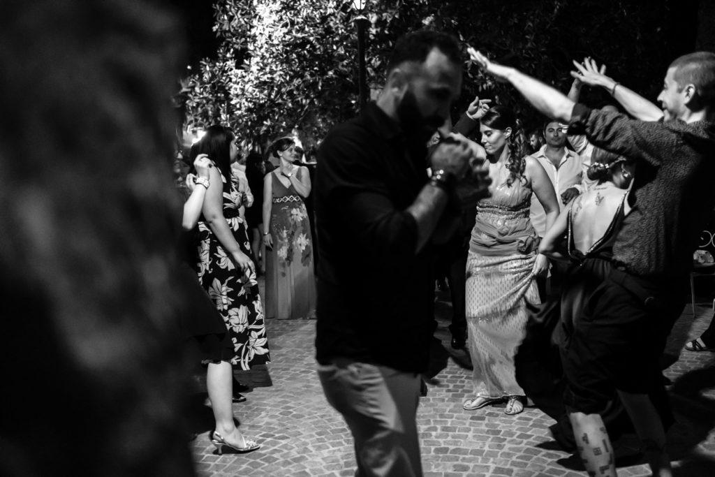 amici degli sposi, ballare, balli scatenati, festa, fiesta, dettagli di un matrimonio, fotografo di reportage matrimoniale, civita castellana, luca storri fotografo, fabrica di roma, viterbo, fotografie naturali, fotografie spontanee, fotografie autentiche, servizio prematrimoniale, sogni, sognare, matrimonio da sogno, giorno speciale, residenza antica flaminia, tramonti estivi, no foto in posa, fabrica di roma, fotografo di matrimonio, fotografo di matrimonio di viterbo, fotografo della tuscia, fotografo nella tuscia, fotografia di reportage, reportage, momento intimo, intimità, scegliere il fotografo di matrimonio, come scegliere il fotografo per il tuo matrimonio, abbraccio, intimo, momento intimo, fiducia, fiducia al fotografo, servizio prematrimoniale, abbraccio degli sposi, matrimonio alla residenza antica flaminia, sposarsi per amore, dettagli, preparativi della sposa, preparativi dello sposo, trucco di matrimonio, truccarsi per il matrimonio, nozze, fedi nuziali, piedi della sposa, particolari della sposa, particolari dello sposo, duomo di fabrica di roma, sposarsi in chiesa, sposarsi nel 2020, chiesa di san silvestro papa, location, residenza antica flaminia, catering, enoteca la torre