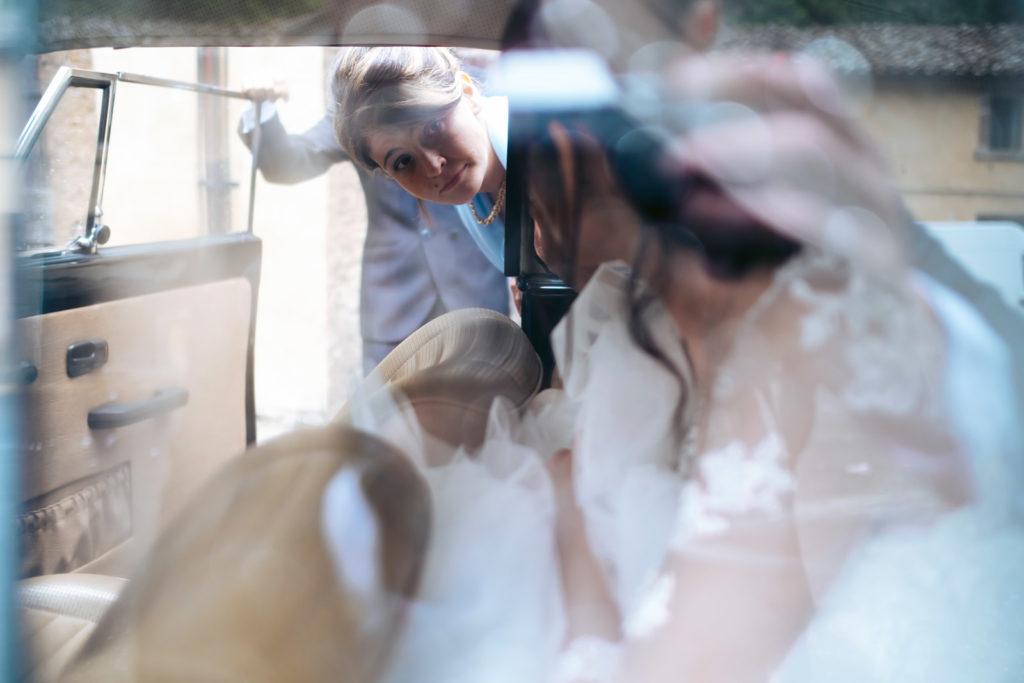 matrimonio a vitorchiano, vitorchiano, fabrica di roma, gloria proietti, giuseppe caccia, fedi nuziali, foto non in posa, fotografo di matrimonio di viterbo, fotografo di reportage matrimoniale, fotografo di matrimonio di reportage, viterbo, foto non in posa, emozioni, empatia, fotografi di emozioni, fiabe di luce, baci degli sposi, scambio di sguardi, il germoglio, fiori, comune di vitorchiano, sposarsi a vitorchiano, empatia, discrezione, ballo degli sposi, bacio degli sposi, baciarsi, amarsi, stringersi, sposarsi nella tuscia, fotografo di matrimonio della tuscia, fotografo di matrimonio nella tuscia, tuscia fotografica, anelli nuziali, chiesa della madonna del ruscello, vallerano, chiesa di vallerano, maggiolone volkswagen, macchina degli sposi, macchina della sposa, sposarsi con la pioggia, pioggia, matrimonio piovoso, preparativi dello sposo, preparativi della sposa, trucco, acconciatura della sposa, fratelli, sorelle, amici degli sposi, scherzi degli sposi, nando al pallone, nando al pallone vitorchiano, ristorante vitorchiano, piscina, vestito della sposa, preparazione della sposa