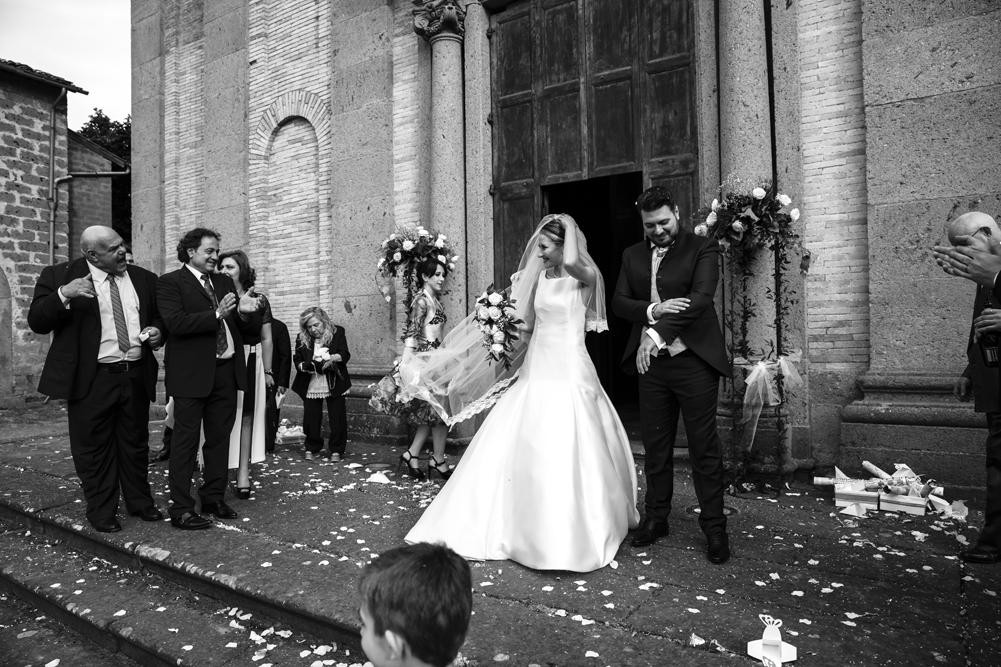 frascati, matrimonio a frascati, matrimonio ai castelli romani, castelli romani, no foto in posa, chiesa, vallerano, santuario della madonna del ruscello, giuramento, fedeli, anelli, fotografo di matrimoni di viterbo, fotografo di matrimoni, tuscia, fotografo della tuscia, lazio, viterbo, fabrica di roma