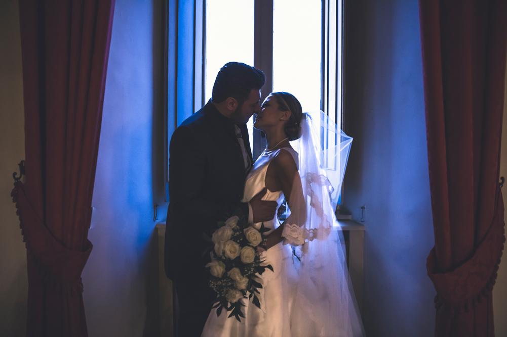 frascati, matrimonio a frascati, baciarsi, bacio degli sposi, no foto in posa, villa tuscolana park hotel, park hotel, villa tuscolana, luca storri fotografo, fotografo di matrimoni, fotografo di matrimoni della tuscia, fotografo di matrimoni di viterbo, viterbo, roma, castelli romani, tuscia