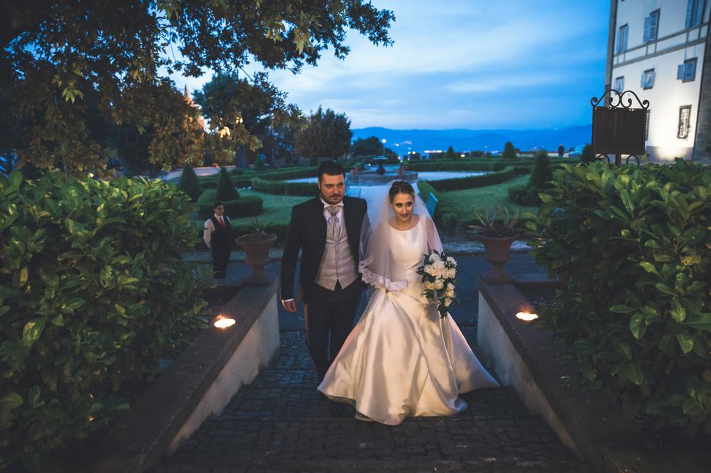 frascati, entrata al buffet, entrata degli sposi, ricevimento, banchetto nuziale, eleganza, tramonto sui castelli romani, fotografo di matrimoni, fotografo di reportage, fotografo di matrimoni della tuscia, fotografo di matrimoni di roma, fotografo castelli romani, lazio, festa della repubblica, due giugno