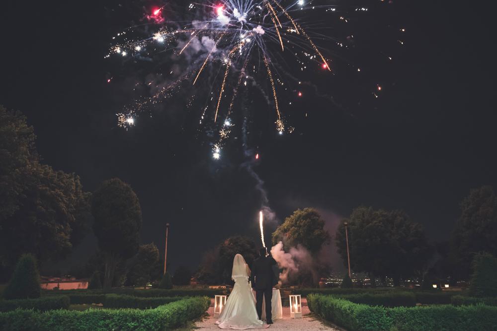 frascati, villa tuscolana, matrimonio, sposarsi, amarsi, fuochi d'artificio, villa tuscolana, park hotel, villa privata, castelli romani, fotografo di matrimoni, luca storri fotografo, no foto in posa, tuscia, fotografo matrimonio di viterbo, lazio