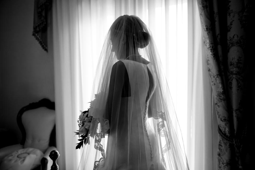 vallerano, preparati della sposa, no foto in posa, fotografia di reportage, fabrica di roma, fotografo di matrimoni, fotografo di matrimoni di viterbo, fotografo di reportage, raccontare momenti, luca storri fotografo, anna, matrimonio, sposarsi, pensieri, agitazione, tuscia, viterbo, roma, lazio