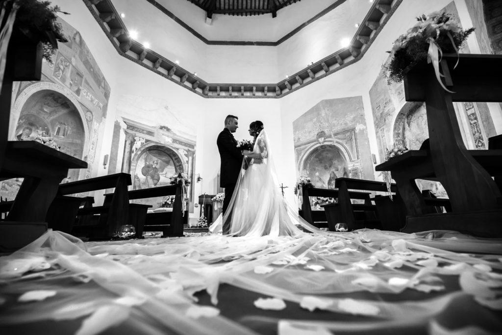 reportage, matrimonio, fabrica di roma, tuscia, amore, vero amore, sposarsi, sposi, finalmente sposi, luca storri fotografo, fotografo fabrica di roma, guardare, amore a prima vista
