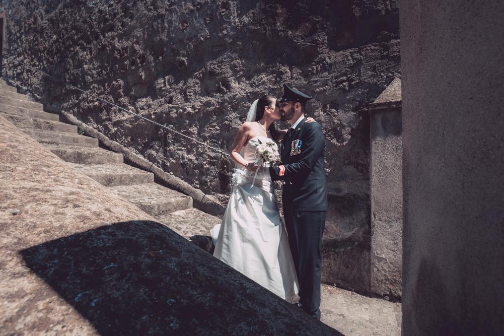 castello, scalinata castello, castello farnese, fabrica di roma, matrimonio a fabrica di roma, tuscia, viterbo, roma, via roma 32, luca storri fotografo, fotografo di viterbo, fotografo di roma, fotografo di reportage, no foto in posa, scatti rubati, sposare un militare, emozioni, raccontare emozioni