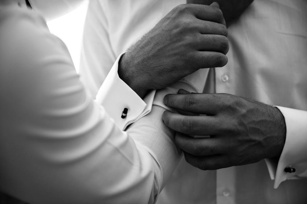 preparazione dello sposo, fratello, luca storri fotografo, fotografo della tuscia, fotografo di viterbo, fotografo di roma, tuscia, italia, lazio, fabrica di roma, soriano nel cimino, viterbo, no foto in posa, dettagli tra fratelli, gemelli, matrimoni