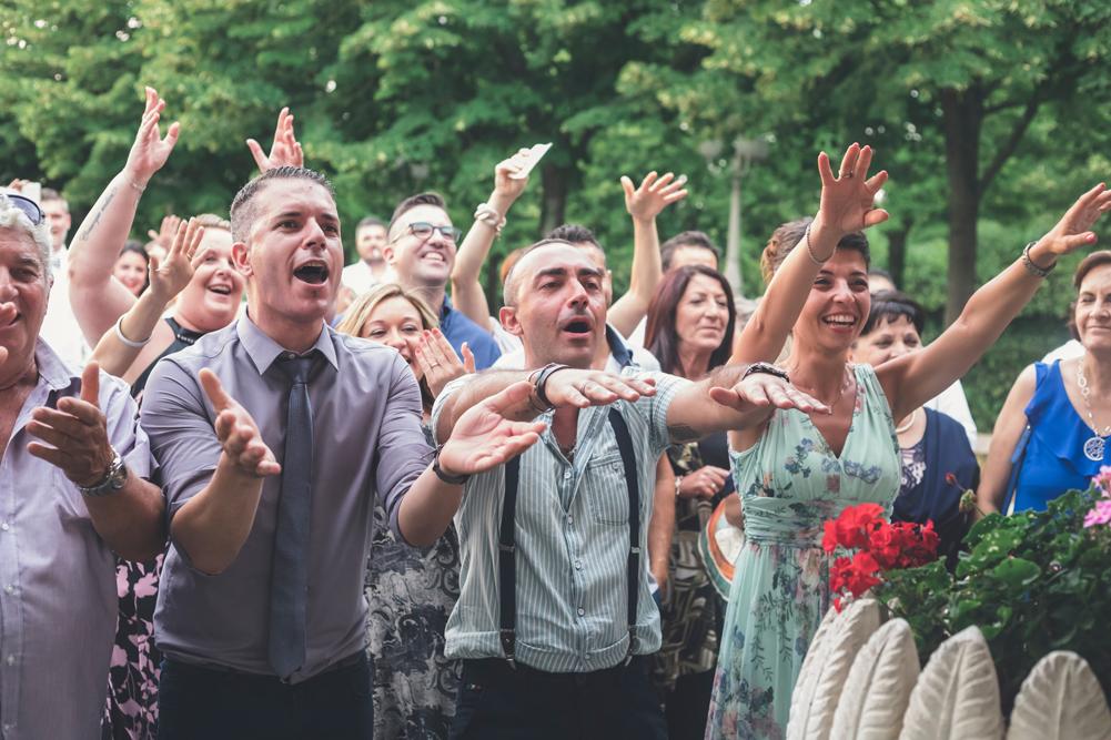 matrimonio a fabrica di roma, momento sorpresa, sorpresa sposa, amici degli sposi, matrimonio nella tuscia, tuscia matrimoni, fotografo di viterbo, fotografo di fabrica di roma, fotografo, luca storri fotografo, viterbo, ronciglione, caprarola, ristorante i due cigni, tuscia