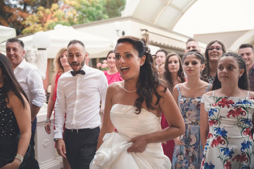 sorpresa sposa, sorpresa, matrimonio nella tuscia, matrimonio a fabrica di roma, matrimonio a caprarola, fotografo di viterbo, fotografo di roma, fotografo di fabrica di roma, fotografo della tuscia, fotografo nella tuscia, no foto in posa, reportage matrimoniale, luca storri fotografo