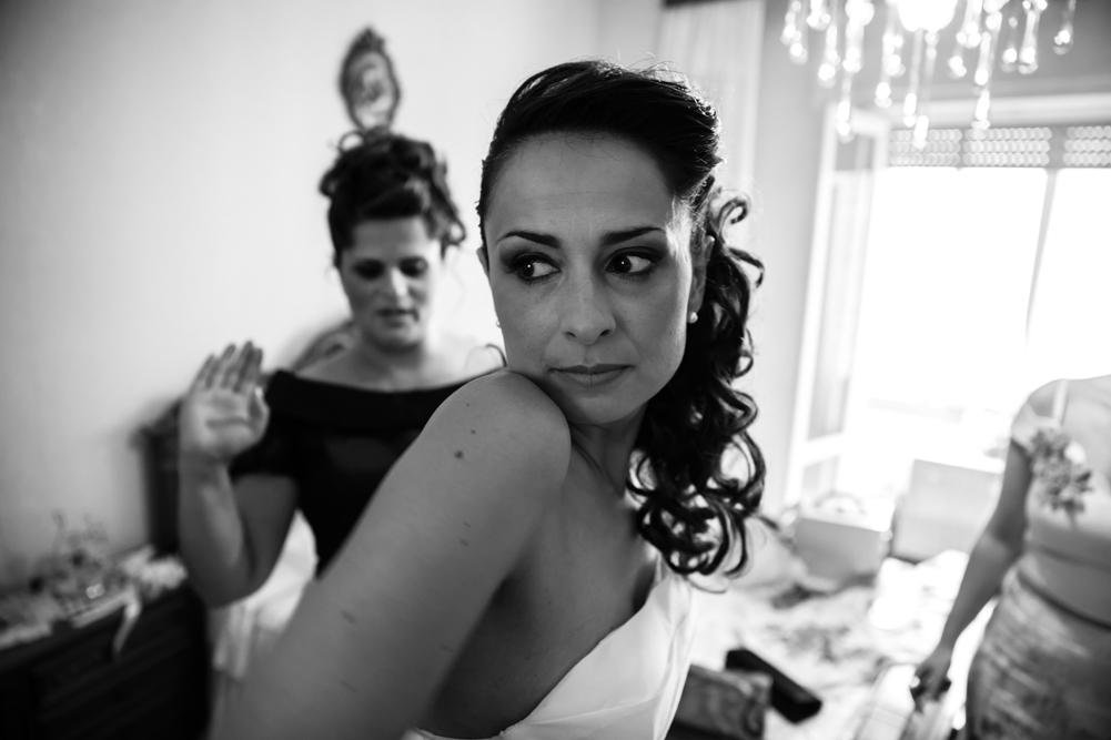 fabrica di roma, matrimonio a fabrica di roma, tamara, milleidee, don't touch, attimi, no foto in posa, luca storri fotografo, fotografo di viterbo, fotografo di fabrica di roma, fotografo di roma, lazio, italia, vestito della sposa, preparazione sposa, sorella della sposa, trucco, parrucchiera, casa della sposa, fotografia di reportage