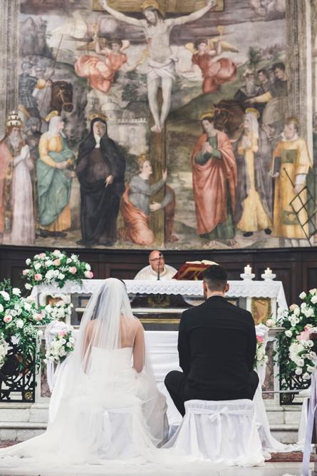 matrimonio a fabrica di roma, matrimonio rito religioso, chiesa, chiesa collegiata san silvestro papa, affresco, fotografo di viterbo, fotografo di roma, fotografo della tuscia, no foto in posa, affresco, religione, religione cattolica